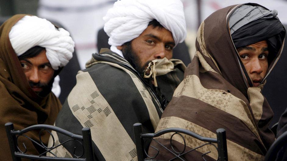 Příslušníci Tálibánu. Radikální hnutí se snaží dobýt jihoafghánskou provincii Hílmand.