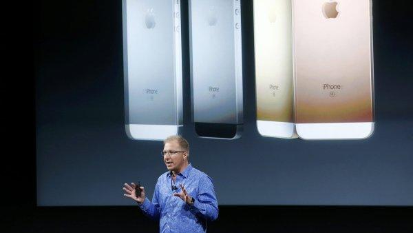 Apple představuje levnější iPhone SE a menší iPad Pro.