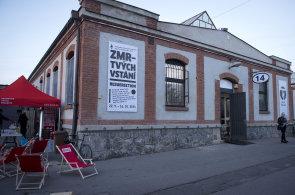 Galerie Trafa�ka se p�est�hovala do Pra�sk� tr�nice, na prvn� v�stav� p�edstavuje 14 autor�