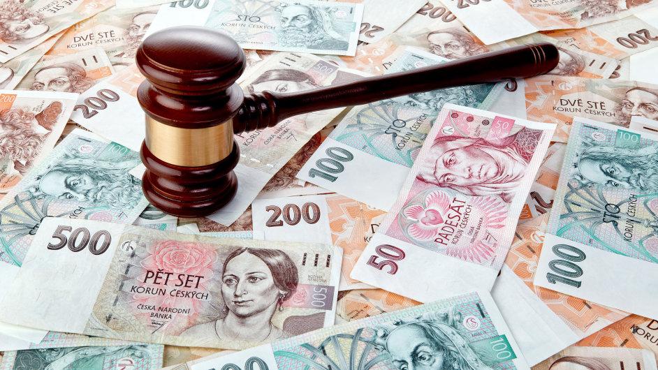 soud, exekuce, koruna, peníze, ilustrační