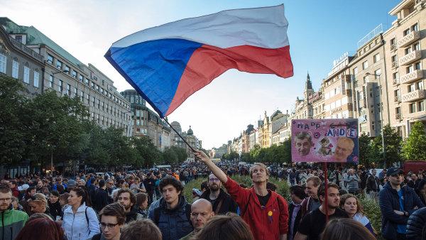 Demonstrace proti Babišovi a Zemanovi na Václavském náměstí v Praze - PROČ? PROTO!