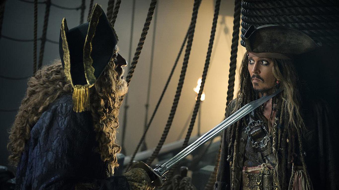 Nový díl Pirátů z Karibiku od minulého čtvrtka promítají také česká kina.