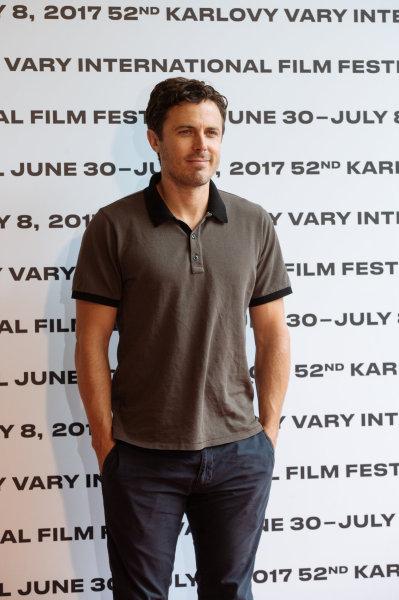 Letošní držitel Oscara i Zlatého glóbu za herecký výkon ve filmu Místo u moře Casey Affleck v neděli zapózoval také fotografovi Hospodářských novin.