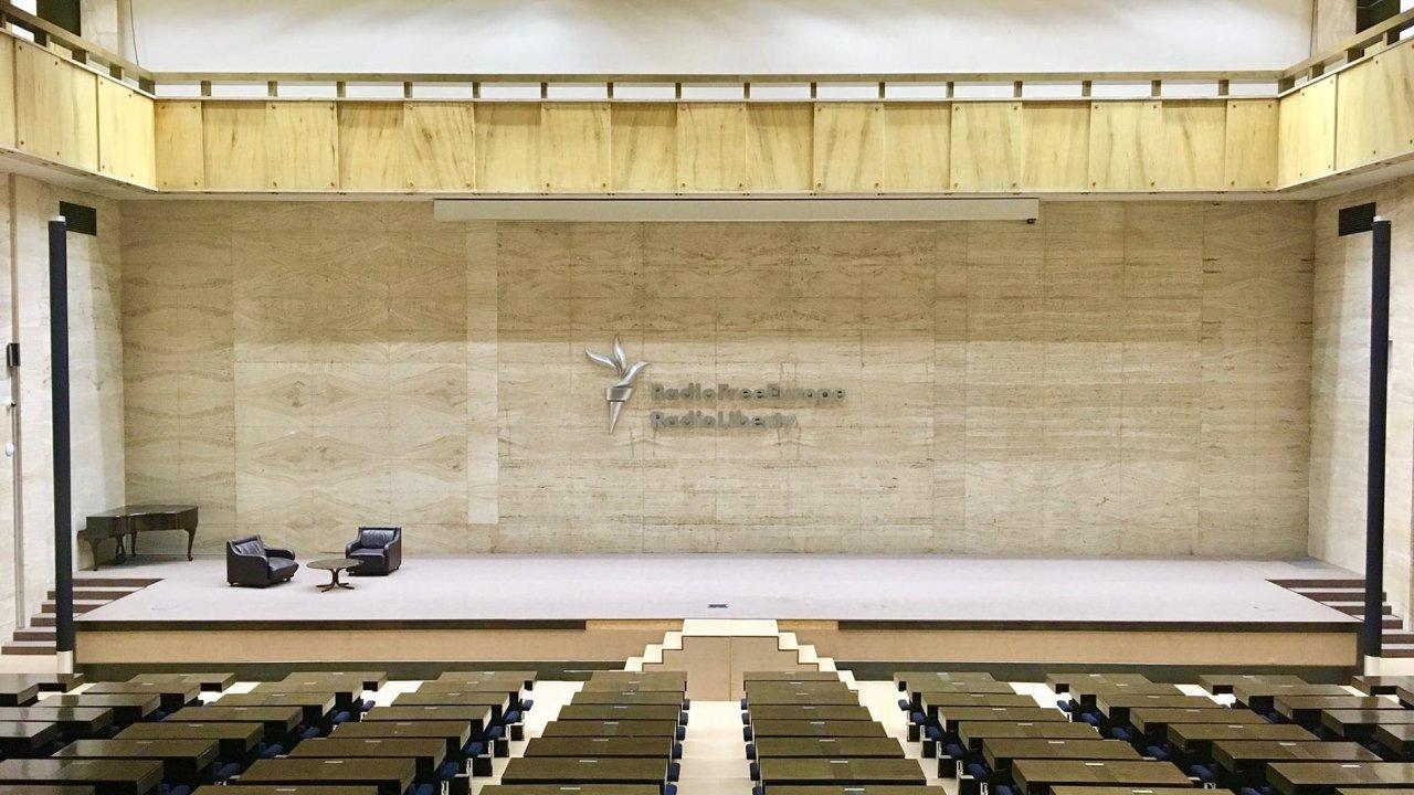Sympozium nazvané Porézní hranice se uskuteční v nové budově pražského Národního muzea, tedy v prostoru někdejšího Federálního shromáždění.
