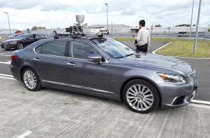 Nový Lexus LS se dokáže vyhnout chodci. Za pár let bude jezdit sám na dálnici i mimo ni