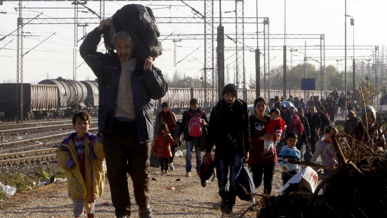 Migranti na hranici Makedonie a Srbska.