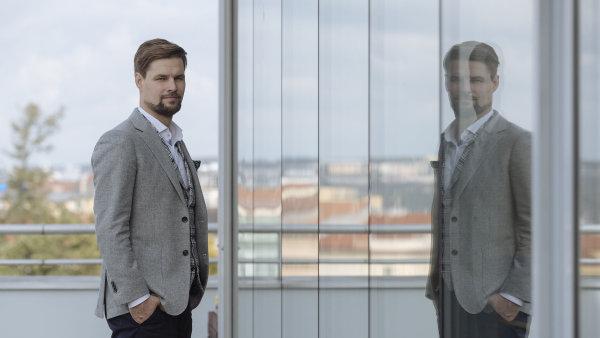 Podle estonského poslance Kalleho Pallinga by města měla povolit digitální platformy na sdílení jízd.