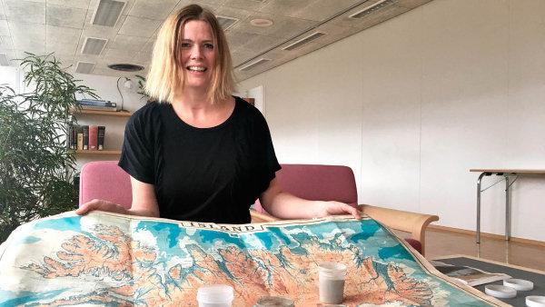 Česká vulkanoložka Pavla Dagsson Waldhauserová. Její manžel Aegir Dagsson provozuje v Reykjavíku nejstarší hospodu na ostrově Kaffibarinn.
