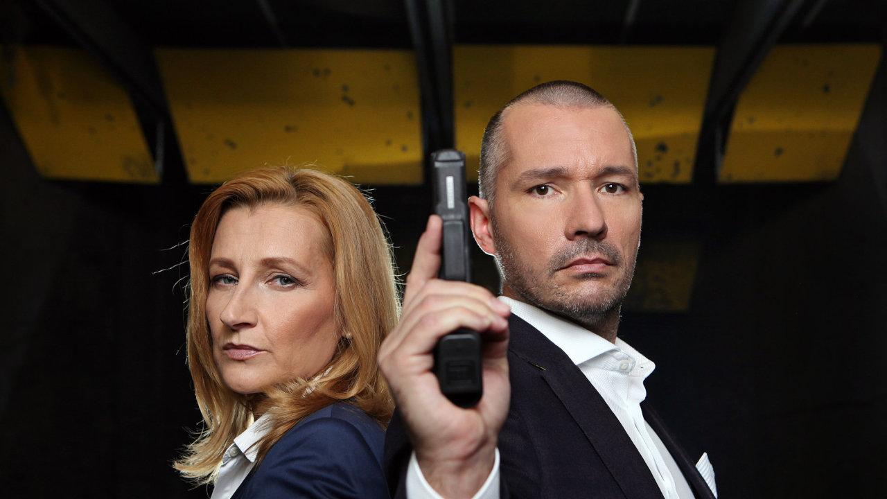 Moderátoři DVTV Daniela Drtinová a Martin Veselovský