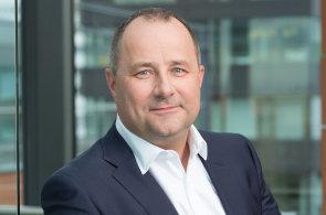 Při hledání nových lidí spoléháme stále více na digitální nástroje a sociální média, říká Tomáš Salomon, šéf České spořitelny.