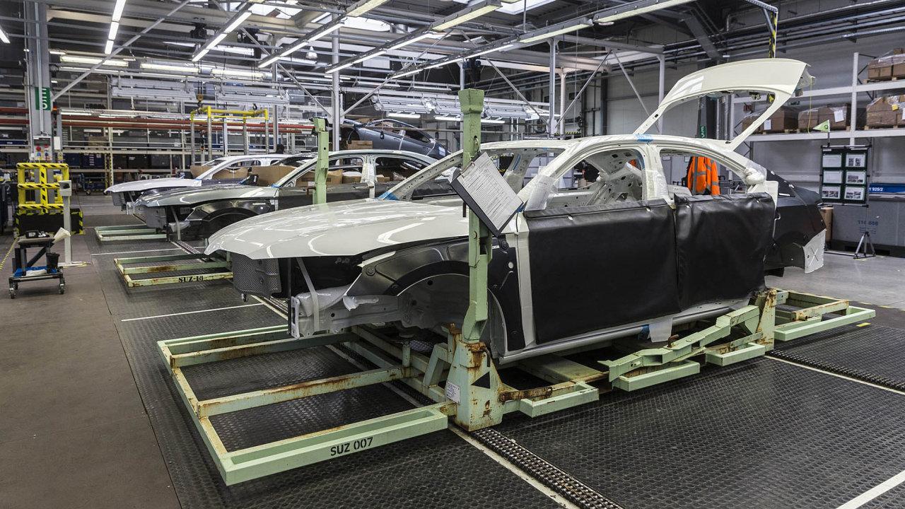 Největší exportní komoditní položkou byla loni silniční vozidla. DoRuska se vyváží například Škoda Superb.