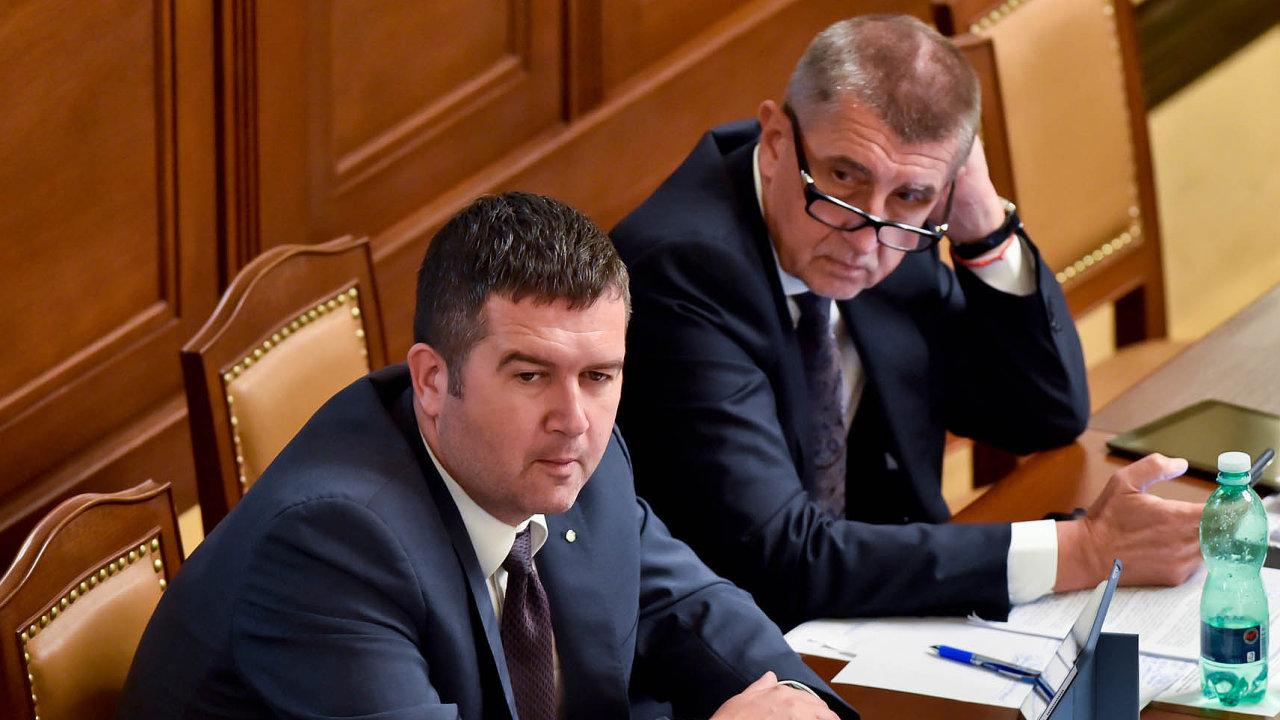 Tito na muži na čtvrtečních interpelacích chyběli. Dorazil pouze ministr kultury Antonín Staněk.