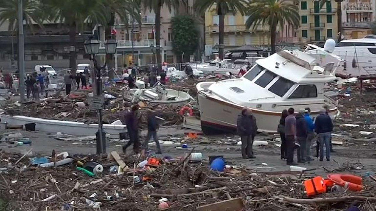 Itálii zasáhly vražedné bouře. Centrum Benátek je pod vodou.
