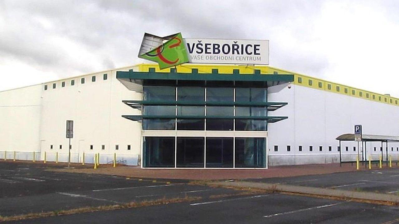 Skončily v něm dva velké hypermarkety.