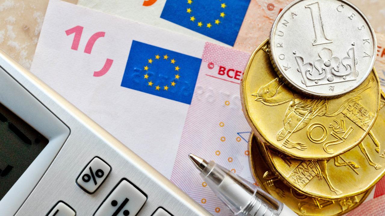 Češi sice odmítají euro, ale uvědomují si ekonomický přínos členství.