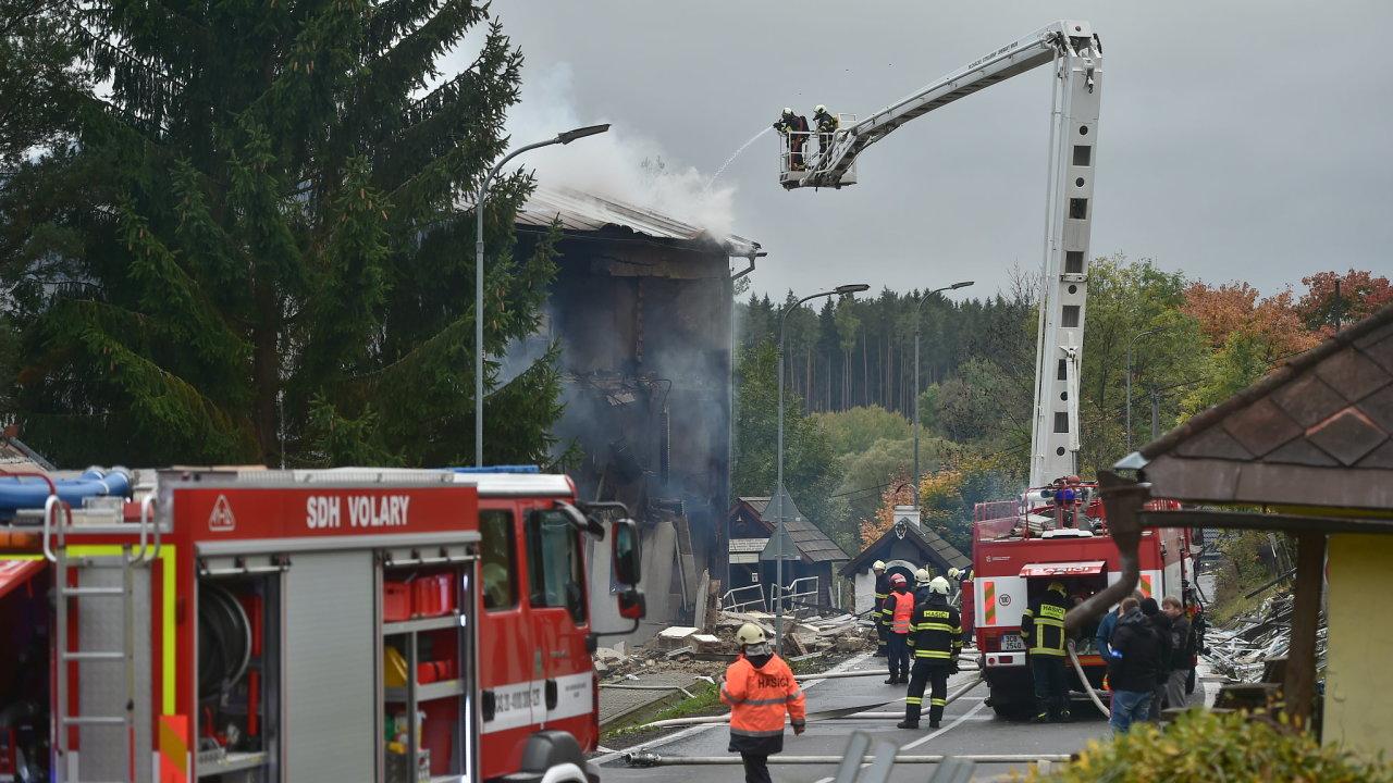 V Lenoře na Prachaticku vybuchl ráno 3. října 2019 plyn v bytovém domě. Jeden člověk přišel o život, policie ho nalezla na místě výbuchu.