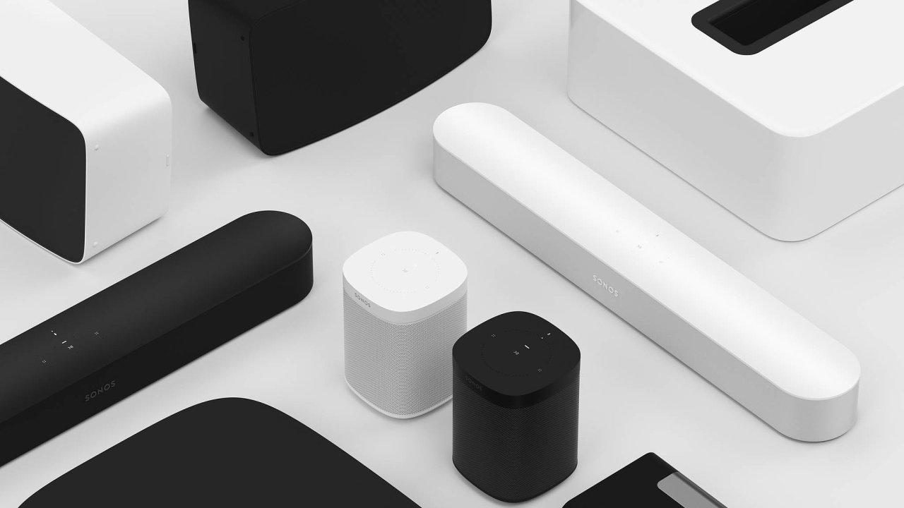 Sonos nabízí zejména chytré reproduktory, všechny jeho produkty se navíc umí zapojit dosystému naozvučení celého bytu ovladatelného aplikací nebo hlasem.