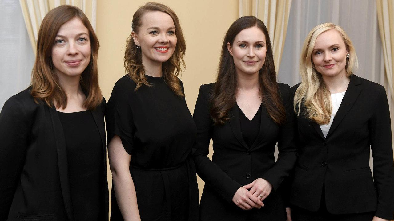Nový kabinet, vedený premiérkou Sannou Marinovou (druhá zprava), vznikl veFinsku vprosinci. Koalici tvoří levicové astředolevicové strany, čtyři znich mají včele ženy pod 35 let.