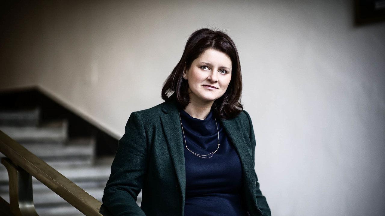 Maláčová navrhovala ošetřovné rozšířit narodiče dětí do15 let.