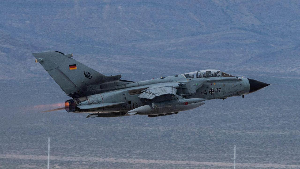 Jaderné Tornado: Německé letouny, které jsou schopné nést ijaderné bomby, dosluhují. Jejich náhrada je součástí nynější diskuse obudoucnosti jaderných zbraní vzemi.