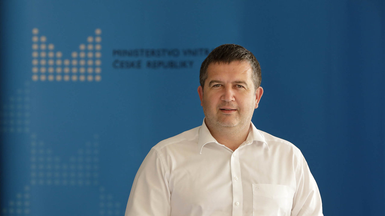Předseda ČSSD avicepremiér Jan Hamáček odmítá, že by nový ministr zdravotnictví Roman Prymula byl vevládě hlasem Hradu.