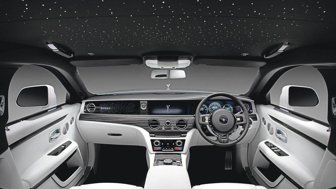 Vinteriéru nového Rolls-Royce Dawn je sice plno moderní techniky, vaši pozornost si však získá zejména díky velkolepé světelné show.