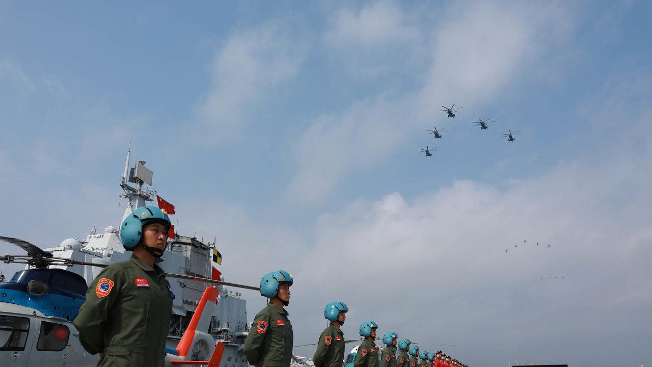 Čína si nárokuje rozsáhlé oblasti Jihočínského moře. Řada asijských zemí, stejně jako Západ, tyto požadavky neuznává.