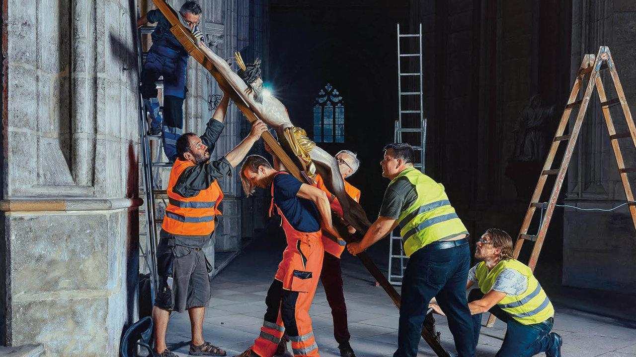 Skoro jako od Rubense. Miroslav Polách k ikonickým námětům evropského malířství přidává své verze. V případě obrazu Snímání kříže aktualizoval nejen podobu, ale také název.