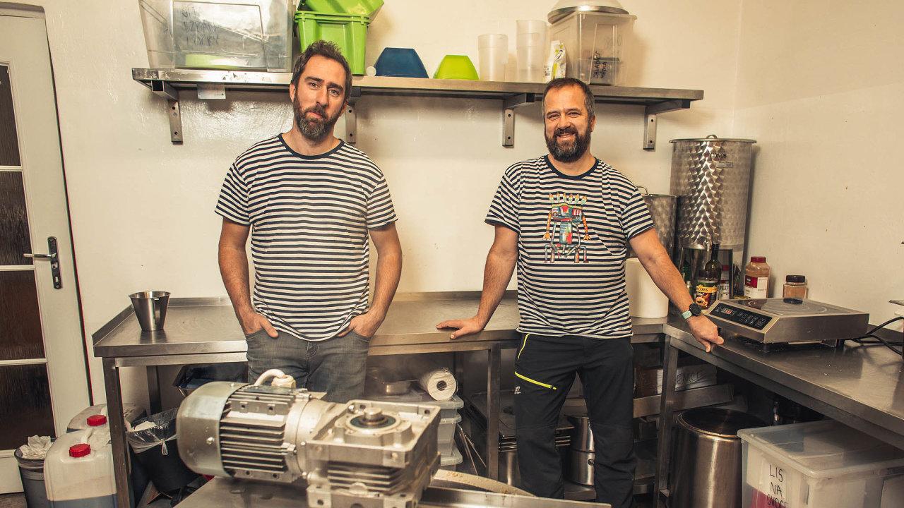 Bratři vtriku. Chuť Moravy založili kamarádi abývalí spolupracovníci zIT firmy Martin Jokver (vlevo) aVlastimil Sapák.