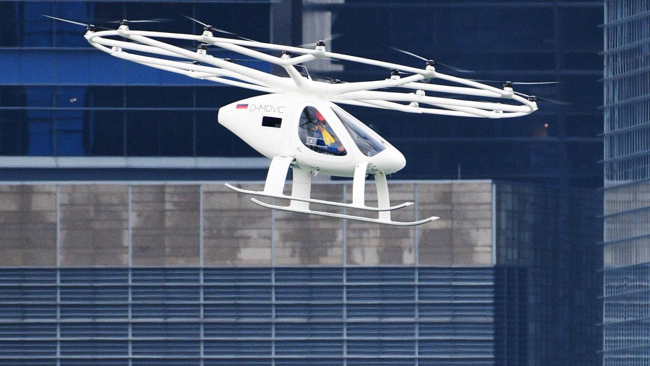 Volocopter. Německá firma je jednou těch, které sázejí vletectví navertikální starty apřistání. Tyto stroje sohledem nakonstrukci potřebují imnohem větší sílu, což je při váze baterií oříšek.