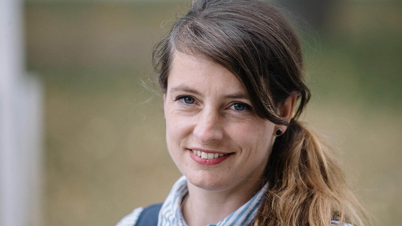 Jednou zvýrazných tváří nové platformy Otevřená advokacie je iAdéla Šípová. Loni vříjnu se stala senátorkou zaPiráty naKladensku, vdruhém kole porazila Petra Bendla (ODS).