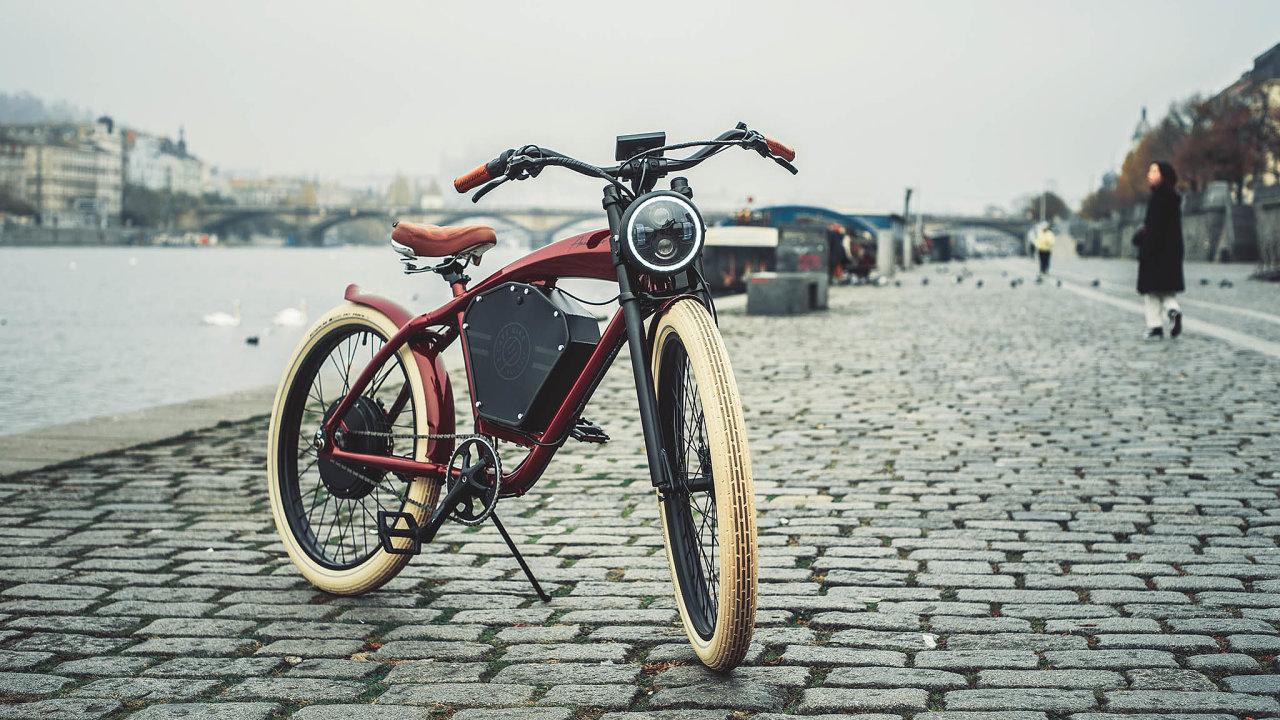 NaDesignbloku se poprvé objevuje projekt Electric Café Bike, zanímž stojí manželé Jan aZuzana Malinovi.