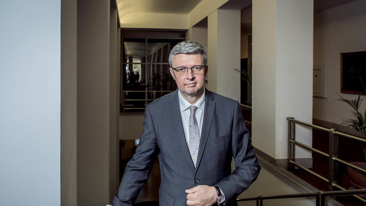 Vnejbližších dnech čeká firmy apodnikatele zásadní jednání sministrem průmyslu Karlem Havlíčkem (zaANO) onovém systému vládní podpory.