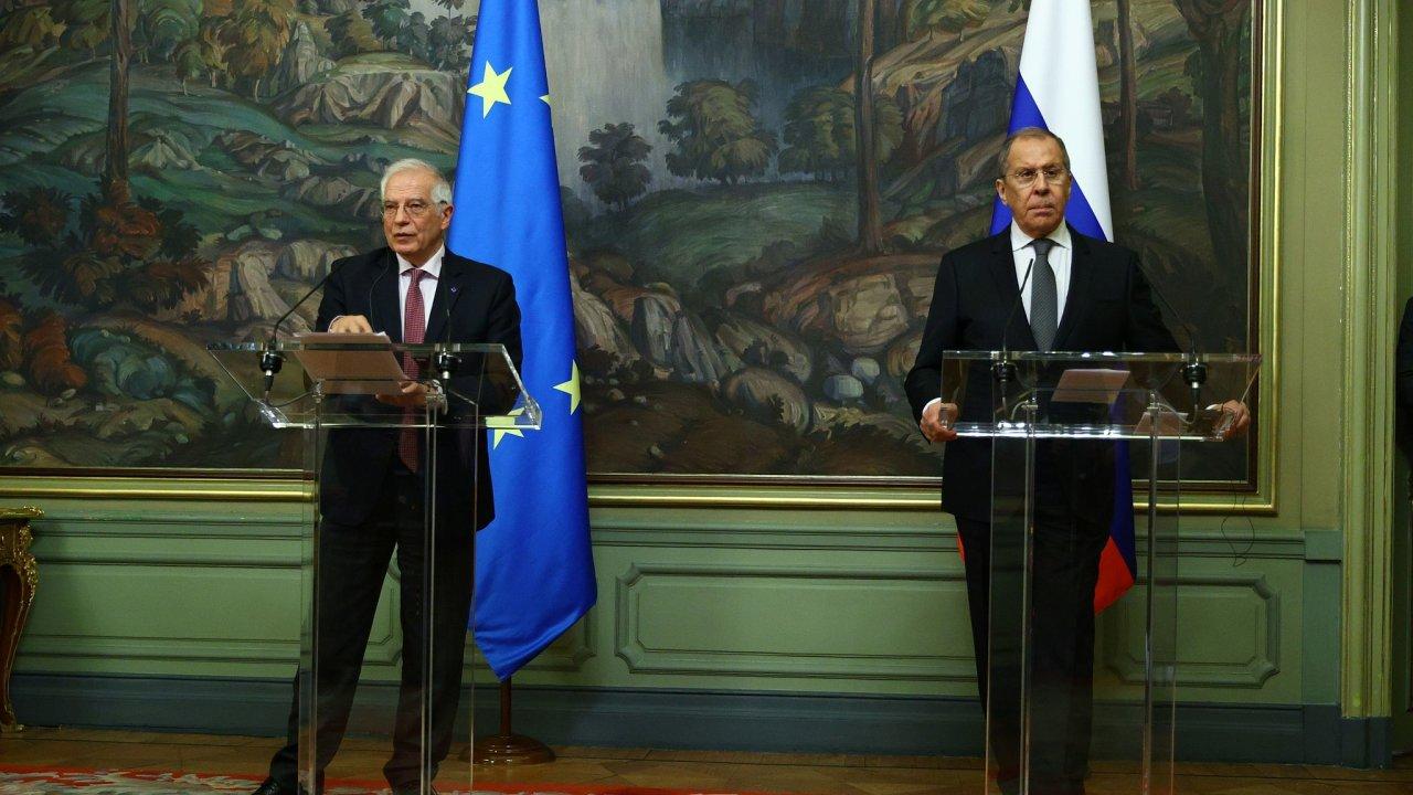 Šéf unijní diplomacie Josep Borrell a ruský ministr zahraničí Sergej Lavrov.