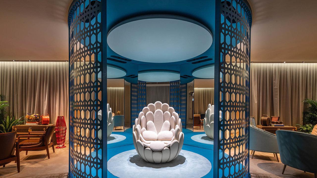 Nadčasový nábytek ainteriérové doplňky inspirované cestováním tvoří sběratelskou kolekci Objets Nomades, která byla poprvé představena vroce 2012. Navrženy renomovanými designéry, vyrobeny značkou Louis Vuitton.
