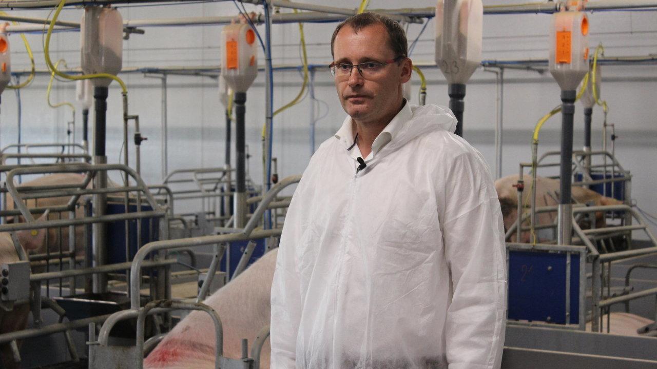 Josef Kolář chce chov prasat udržet, přestože je už rok prodělečný.