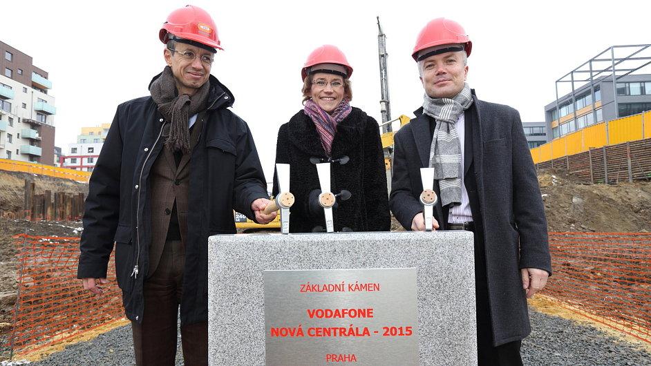 Poklepání kamene nové centrály společnosti Vodafone v Praze-Stodůlkách
