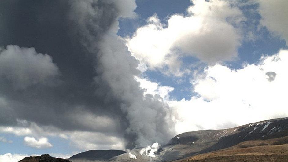 Novozálandská sopka Tongariro ve středu chrlila popel