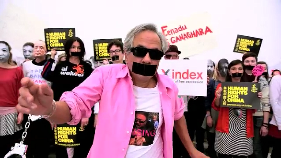 Světová muzea tančí Gangnam Style a vzkazují: zlepšete situaci okolo lidských práv v Číně.
