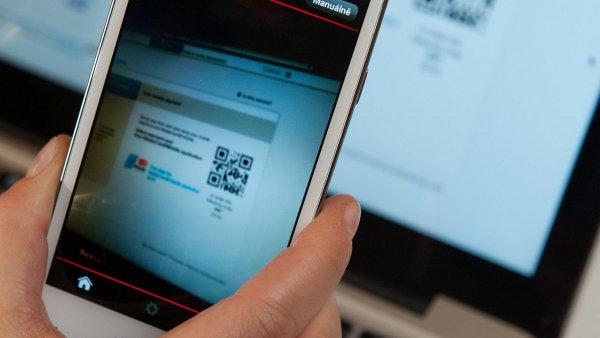 Placení mobilem pomocí sejmutí QR kódu z počítače.