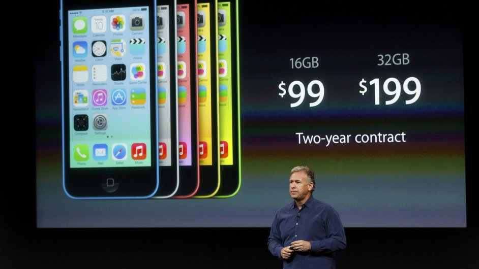 Viceprezident Apple Phil Schiller představuje nový iPhone