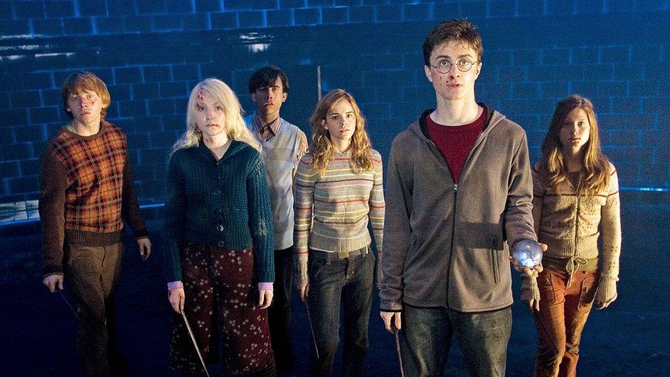 Daniel Radcliffe a jeho kolegové ve filmu Harry Potter a Fénixův řád