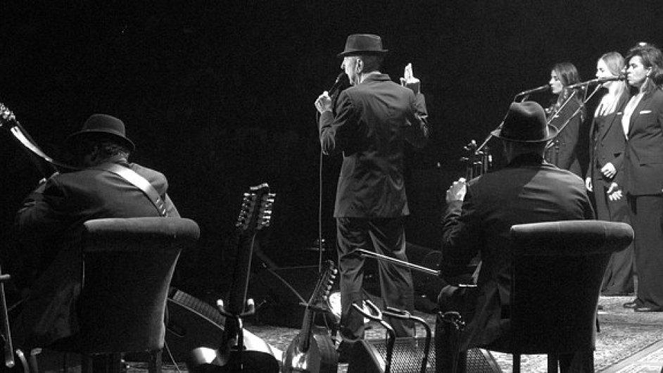 Leonard Cohen při svém koncertu v Praze v červenci 2013.