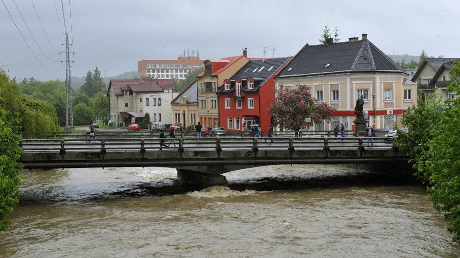 Rožnovská Bečva ve Valašském Meziříčí.