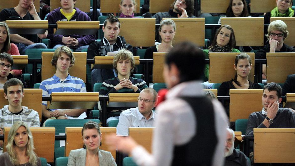 Vrchní státní záskupkyně Lenka Bradáčová , přednáška , aula , VŠE
