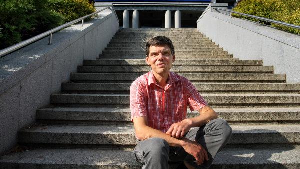 Majitel Jablotronu Dalibor Dědek