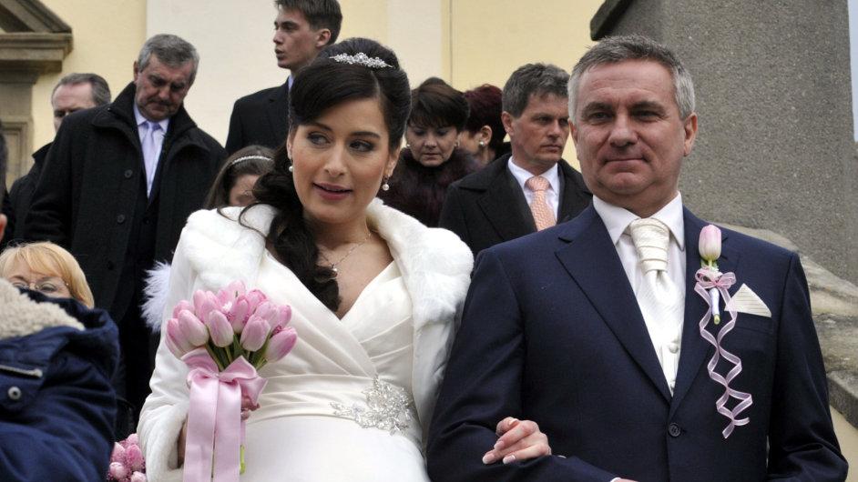 Šéf prezidentské kanceláře Vratislav Mynář se 28. února oženil s moderátorkou ČT Alexandrou Noskovou.