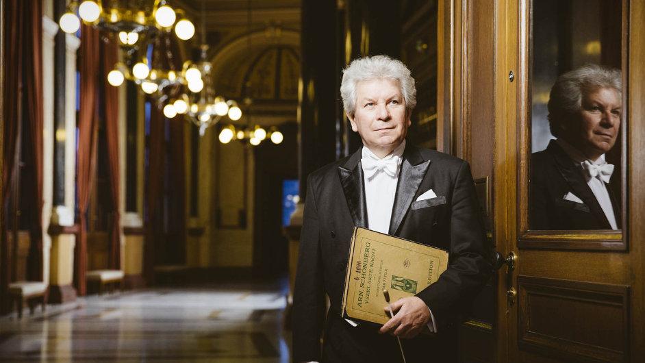 Jiří Bělohlávek doufá, že Česká filharmonie bude mít živější kontakt s reprezentanty státu.