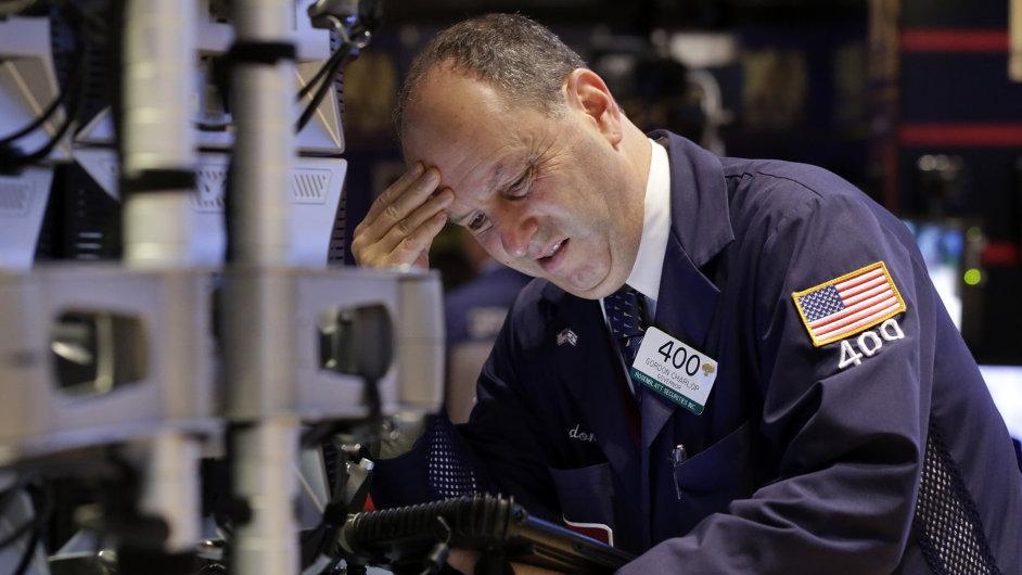 Černé pondělí na amerických burzách: Akciové trhy v USA zažily nejhorší den v roce.