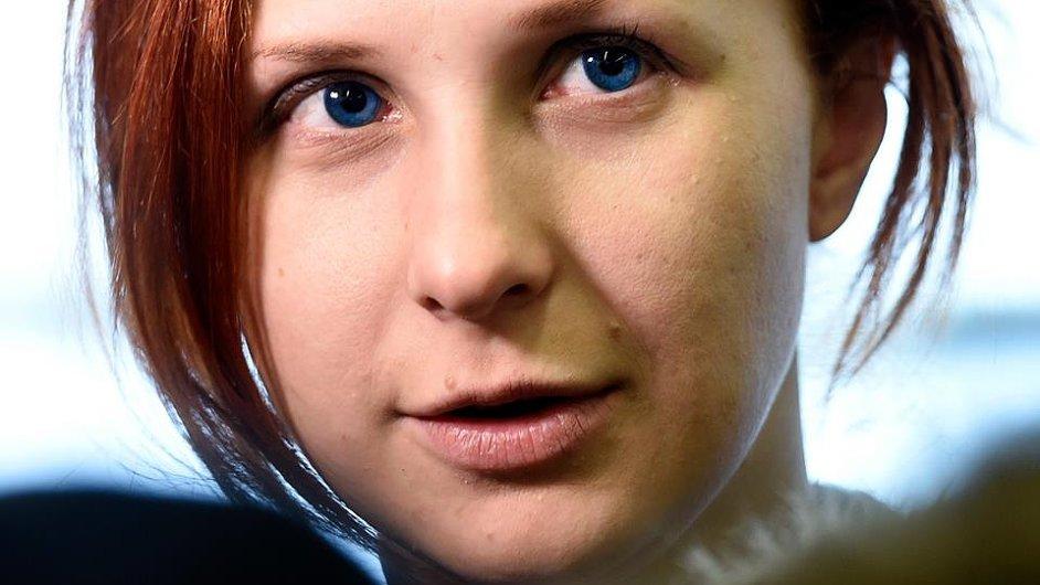Marija Aljochinová na snímku po příletu na Letiště Václava Havla.